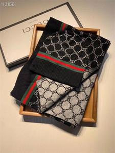 2020 Diseñador adulto Sombreros Pañuelos de 2 piezas invierno de alta gama europea caliente de lujo de los hombres de las mujeres de la calidad del traje de punto gorros y bufanda Conjuntos