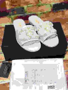 Chanel 2020the fondo plano medio zapatillas diseñador de zapatos casuales Lefu con Baotou y sandalias perezosas para las mujeres y los hombres ygcl200813