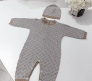 2021 جديد الخريف والشتاء ملابس الأطفال الجديدة FF رسائل كاملة طباعة للجنسين رومبير الطفل بذلة مع قبعة والاطفال بطانية