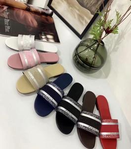 2021 diseñador de cuero sandalias de mujer verano plano zapatilla moda playa mujer gran cabeza zapatilla arco iris letras zapatillas con caja