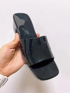 Toptan kaliteli GULIKI kadın terlik! Moda jöle yüksek topuk sexy terlik yaz plaj ayakkabıları Lüks Tasarımcı Sandalet Boyut 35-40