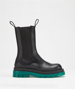 Stivali invernali delle donne Stivali di alta qualità Vendita calda Gomma ondulata Detailing Tire Round Toe Platform Boots in pelle
