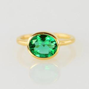 Oval Kesim Yeşil Zümrüt Kristal Solitaire İstifleme Yüzük Moda 14K Altın Taş Nişan yüzüğü Kadınlar Partisi Takı Birthstone Yıldönümü