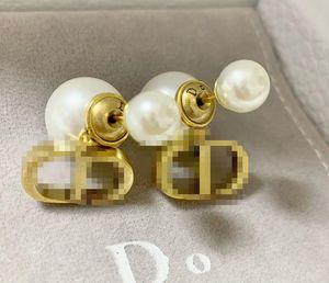 D Home / Di Startseite CD Silva Perle 2020 neue einfache Art-Ohrringe weiblichen Retro Messing Material hypoallergen Ohrringe Box Whit