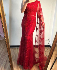 Setwell une épaule sirène robes de soirée en dentelle sans manches longueur de plancher de bal appliques Party Robes avec Cap