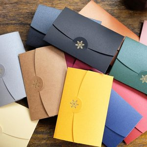 50pcs lot Bronzing Snowflake Christmas Envelopes for Invitations Stationery Cards Envelope De Casamento Kraft Envelope Set