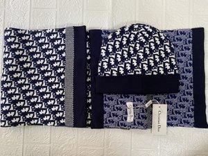 Mais recente Mens moda de alta qualidade Hat e defina Lenço do inverno Chapéus Mulher chapéu morno Designer Chapéus das meninas bonitos Beanie Ao Ar Livre Cap Hat PO Marca