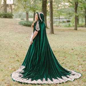2021 Winter Wedding Dress Cloak Cape Hooded with Lace Applique Dark Green Velvet Women Wraps Long Sweep Bride Formal Shawls