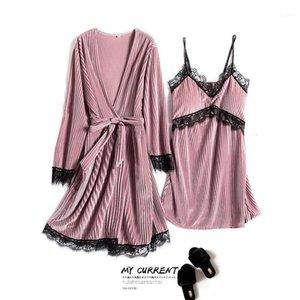 가을 겨울 2020 새로운 여성의 두 조각 세트 골드 벨벳 잠옷 세트 섹시한 레이스 스트라이프 여성의 Nightdress Nightgown1