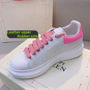 مصمم الأحذية MQ العلامة التجارية الجديدة للمرأة أزياء الرجال الجلود أحذية رياضية 3M عاكس أحمر المخمل الأسود سوليد سميكة زيادة الطول الأحذية الكاجوال