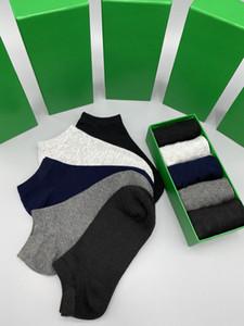 2021'de, yeni marka erkek ve kadın spor çorapları, pamuk severler, lüks tasarımcı erkek çorap kutuları, rastgele renkler, rahat