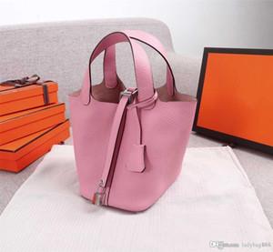 2020 clásico diseñador bolsos de mujer bolsas de la correa de hombro Mini bolsas de cuero genuino Bolsas de compras Bloqueo pequeño bolso de bolso con el colgante de caballos