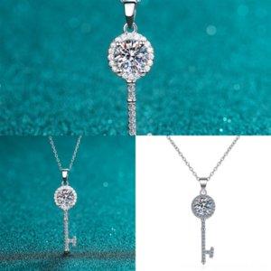 qdCsAmerica Fashion Style Jewelry Sets Stud Women Titanium Charm Engraved V Initials Lock Steel Necklace Bracelet 18kgp neckla