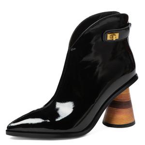 2020 Stivali in vera pelle Stivali spessi Tacchi alti a punta Stivaletti Stivaletti in metallo Lock Autunno Inverno Moda Boots Strange Heel