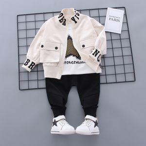 Yeni Bahar Sonbahar Çocuk Pamuk Giysileri Bebek Erkek Baskılı T Shirt Ceket Pantolon 3 adet / takım Bebek Çocuk Moda Toddler Eşofman LJ200831