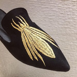 Embroidered Bee Mules Shoes Women Flat Slippers Fabric Suede Pointed Toed Slides Ladies Slip On Loafers Fashion Style Home Shoe 201012