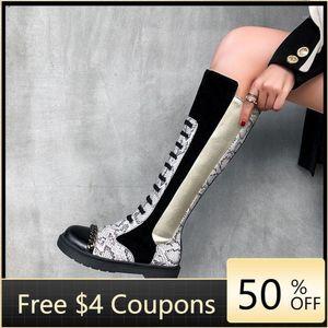 Moda Botas altas Mujeres Sexy Knee-High Boots Encaje Up Zapatos Mujer Pacón plano Invierno Serpiente Motocycle Femenino Botas MUJER1