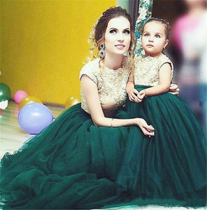 Mother and Daughter Dresses Lace Applique Capped Sleeves V Backless Wedding Party Gowns Long Tulle Flower Girls' Dresses