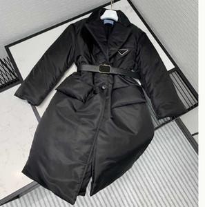 Women Designer Long Parkas Abrigo con hardware Invertido Triángulo Mujeres Invierno Abrigo grueso Abrigo de suitsbazers El estilo de la cinturón negro 36-40