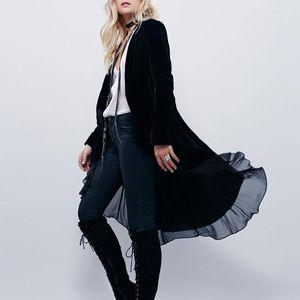 Casacos de Trench das Mulheres 2021 Sexy Elegante Jaquetas de Veludo Chiffon Ruffles Pessoas Long Moda Abrir Stitch Jackets1