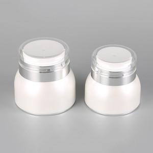 30g 50g acrílico Cosmetic Jars pérola branca Airless Plástico Mão Creme Jar Garrafa redonda com prata brilhante Collar OWA1792