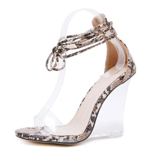 Yılan Desen Ayak Bileği Kayışı Şeffaf Kristal Kadın Sandalet 2021 Kama Aydıları Sondr Temizle Yüksek Topuklu Kadın Ayakkabı Kama Sandalet1