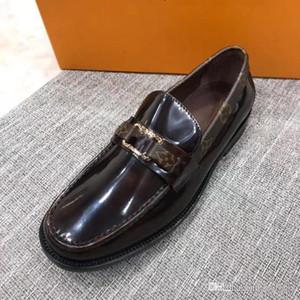 Luxurys Mens-Kleid-Schuhe Fashion Herbst Formal Buckle Top-Leder Mann Schuhe Business Casual Schuhe Spitzschuh mit niedrigem Absatz Mann Loafers 33