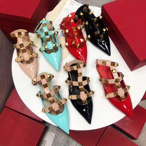 Yüksek Kaliteli Moda Bahar Ve Yaz Yeni Baotou Düşük Topuk Patent Deri Sivri Bayan Yarım Terlik Dekorasyon Bayan Sandalet Boyutu 35-40