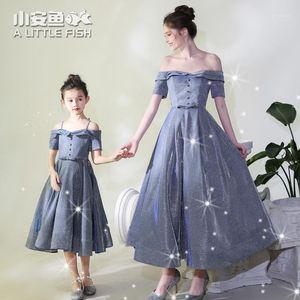 Madre hija de hombro vestido de banquete de boda caminar-show piano traje familia coincidencia de navidad ropa de Navidad niños vestido