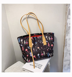 Casual and versatile large capacity women's 2021 fashion handbags new fashion printed shoulder bag net red hand Tote