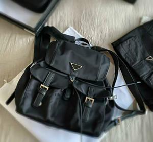 2021 Unisex Luxury Schoold sacos designers Mens preto mochilas de tamanho médio moda bolsas de ombro com bolsos com triângulo para as mulheres pd20092405