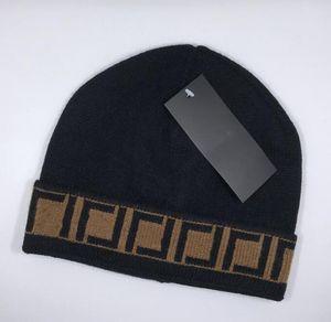 2021 Neueste Heiße Verkauf Mode Classic Top FF Marke Hohe Qualität Herren- und Damen Freizeit Strickmüse Hüten in Winter Beanie Skull Caps