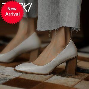 Tuyoki bombas de cuero real extrañas mujeres altas talón fresco moda zapatos de fiesta mujer calzado tamaño 33-40