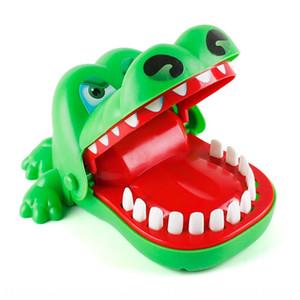 تمساح كبير الفم مع الأصابع عض اليدين لعبة القرش ليلة السوق كشك الأطفال الوالدين والطفل