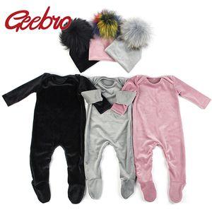 Geebro Newborn Baby Boys Girls Long sleeves Jumpsuits Soft Velvet Footies Baby Bodysuits Clothes pajama Pompon Beanies Hats Set 201021