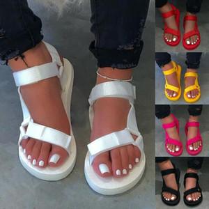Pantoufles de la plage en plein air dames 2021 nouvelles femmes printemps / été Nouveau sandales antidérapantes en mousse Sandales durables en mousse