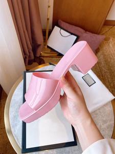 Chaussures de design de haute qualité! 2021 Été Jelly Slide Slide Slip Pantoufles de Prestige Salle de bains Chaussures Plage Sandales Femmes Guide Cadeau Cadeau 35-41