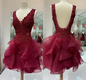 2021 Lace Party Evening Dress Burgundy Tulle Ruffle V-neck Sexy Back Short Prom Homecoming Dress Girls Graduation Dress 5th Grade Cheap