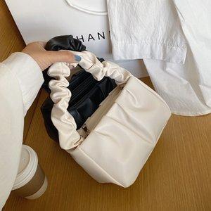 Kleine PU-Leder-Tragetaschen für Frauen 2021 nette Solid Color Umhängetasche Handtaschen Female Travel Totes Dame Fashion Umhängetasche Q1106