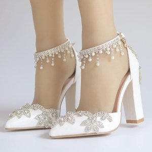 2021 Nouveaux chaussures de mariage blanc avec des chaussures de mariée super haut talon à une boucle à un mot avec des sandales pour femmes strass frangées