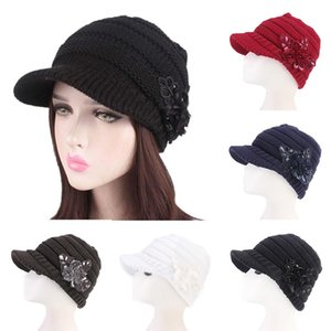 Heiße Frauen-Winter-Beret Crochet Hut Mütze Peaked Visor Brim Sequin Blumendamen Beret gestrickte Octagonal Hüte Elegante Beanie Lässige