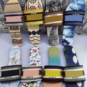 2021 أحذية جديدة أزرق أسود المشارب المصمم يتخبط النعال جلد طبيعي السيدات الأحمر الصنادل الدينيم شقة في الهواء الطلق الصيف شاطئ أحذية مع صندوق