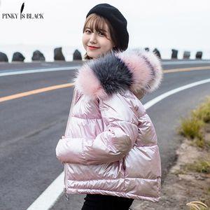 PinkyIsBlack Mulheres Winter Parkas Jacket Brasão New Glossy Quente Brasão Mulheres Fur revestimento encapuçado Curto Algodão acolchoado Inverno Mulheres 200929