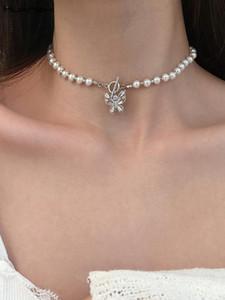 Huanzhi 2021 Kore Pearl Kristal Boncuk Zincir OT Toka Gümüş Renk Kelebek Rhinestones Kadınlar için Kolye Gerdanlık Kolye
