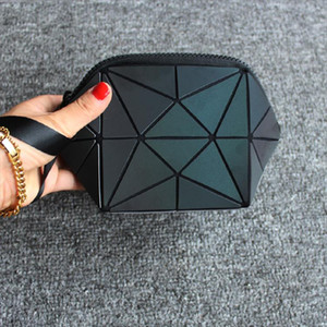 Hot selling reflect light semicircle cosmetic bao bag Women Brand New pouch Geometric noctilucent makeup bag