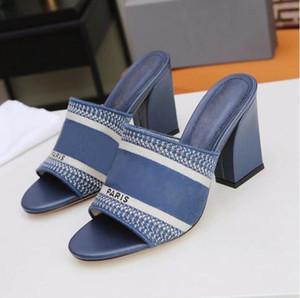 2021 Paris para mujer zapatillas casuales bloqueo de talones sandalias damas tacones altos cuero rayas desgastadas sandalias pescadores zapatillas zapatos de estilista