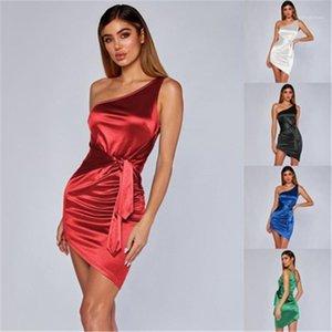 Платье женщин одно плечо Тонкий юбки лета способа сексуальный пакет бедра платье без рукавов платье Женщины конструктора сплошного цвета вскользь Короткие