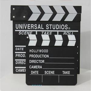 Режиссер настраивает реквизит, кинотехника, кино