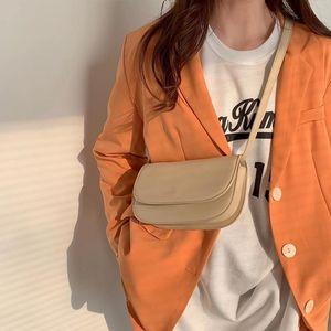 Frauen Tasche 2021 Neue Mode Student Niche Design Französisch Einzelner Schulter Unterarm Pack All Match Simple Phone Bag E063