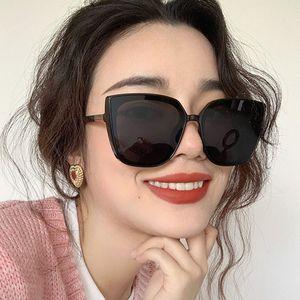 RBROVO Cateye Cолнцезащитные очки женщин 2020 Высокое качество ретро очки Женщины площади очки Женщины / Мужчины Luxury óculos De Sol